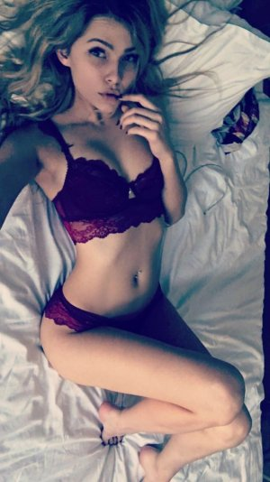 Valliamee adult dating in Edgewater FL